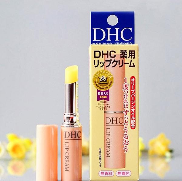 Cách dùng son DHC để trị thâm môi hiệu quả nhất