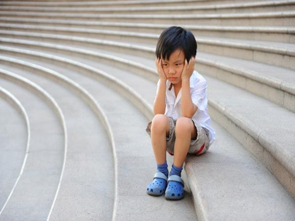 Nguyên nhân, dấu hiệu và cách điều trị bệnh hoang tưởng ở trẻ em